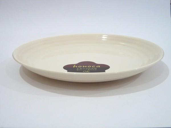 重ね収納が良好な耐熱温度140℃のプラスチック製22cm丸皿、日本製。 @100均セリア