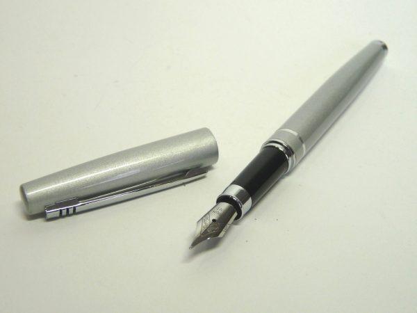 均浪漫◆ダイソー万年筆(インクカートリッジ式)中字 シルバー