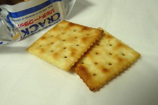 百均浪漫◆ハッピーポケット シンプルな塩味のソルティクラッカー 8枚4袋入り