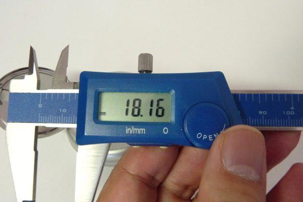 百均浪漫◆丸型ミニ携帯灰皿のサイズ(深さ)