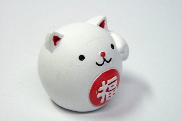 百均浪漫◆小さな招き猫の置物。ポリレジン製。