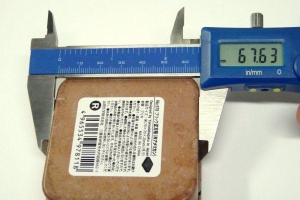 百均浪漫◆山田化学 No.978 ブリック正方形(Rアメリカン)・下側サイズ測定