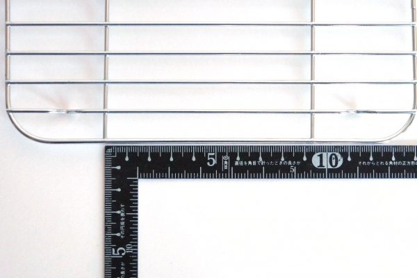 百均浪漫◆ダイソー 角バット用水切り網・格子柱部分の間隔