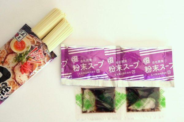 百均浪漫◆五木食品 熊本黒マー油とんこつラーメン2人前。麺、スープなど。