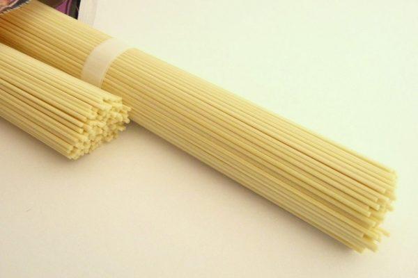 百均浪漫◆五木食品 熊本黒マー油とんこつラーメン2人前・麺はストレート、ノンフライ麺。
