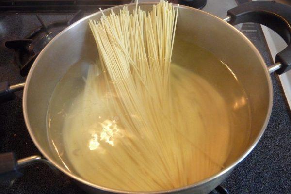 百均浪漫◆五木食品 熊本黒マー油とんこつラーメン2人前。調理してみたよ。