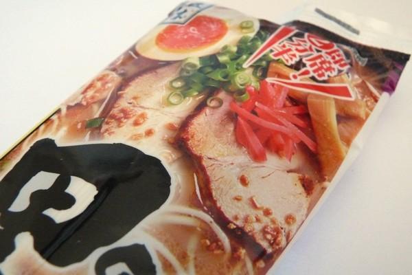 美味しくて2人前で108円!五木食品 熊本黒マー油豚骨ラーメン 2人前 @100均 ローソン100