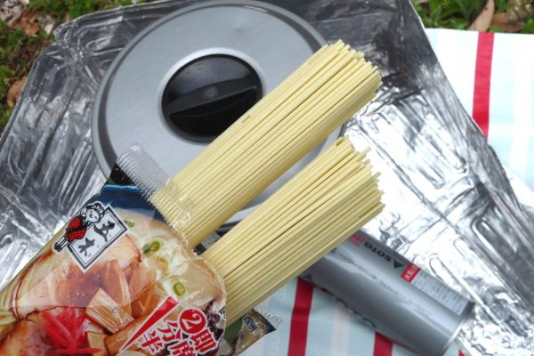 百均浪漫◆五木食品 久留米ネギとんこつラーメン。アウトドアで調理。