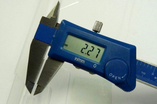 百均浪漫◆和泉化成 A4ワイドケース。ロック部分のでっぱり量測定。