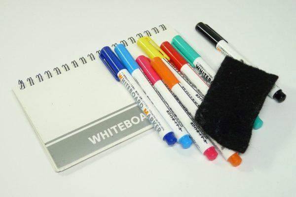 百均浪漫◆スルガ 保険証・診察券入れ。ダイソーのホワイトボードノートとペンの収納ケースにいい感じ。