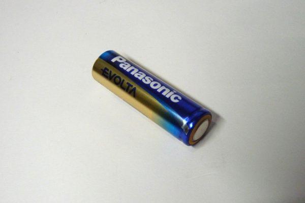 百均浪漫◆単三電池1本のLED懐中電灯。バッグに入れっぱなしにするのでなるべく信頼性の高い電池を使用してみようかな。