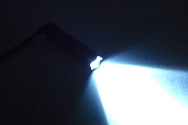 百均浪漫◆単三電池1本のLED懐中電灯。しっかり明るい。