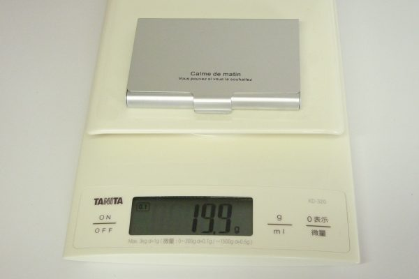 百均浪漫◆ダイソー・カラーアルミ名刺ケース30枚用。重量測定。