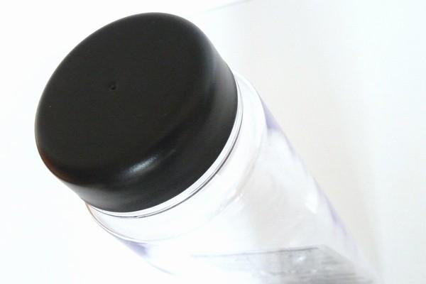 シンプルなストレートデザインのBPA FREE 500mlドリンクボトル、フタはパッキン付き @100均 ダイソー