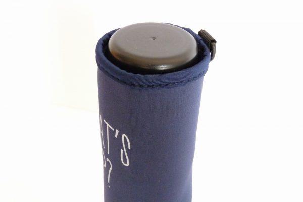 百均浪漫◆ダイソー ペットボトルホルダー ダークカラー。500mlドリンクボトルを入れてみる。ぴったり。