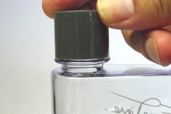 百均浪漫◆ダイソー スリムボトル(約350mL)。でもフタがちょっと動く…。
