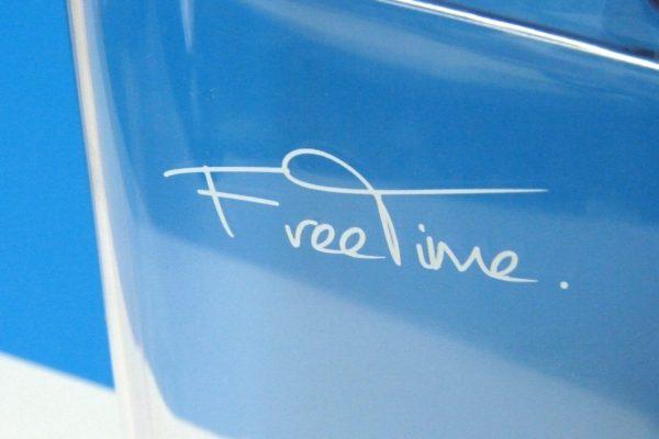 百均浪漫◆ダイソー スリムボトル(約350mL)。でもフタがちょっと動く…。見えにくいけど「Free Time」。