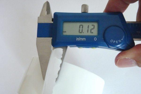 百均浪漫◆モリトク 仮止め用 養生テープ 白。厚さ測定。