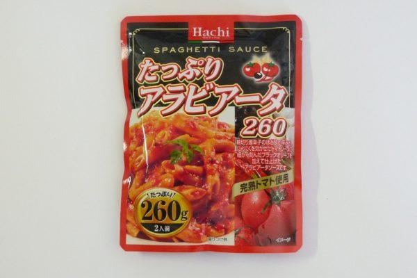 百均浪漫◆ハチ食品 スパゲッティソース たっぷりアラビアータ 260g。パッケージ表側写真。
