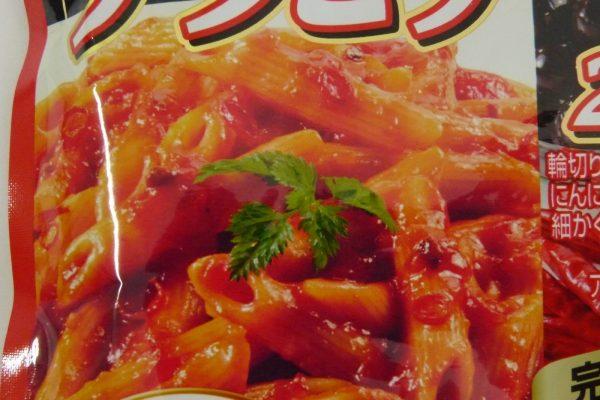 百均浪漫◆ハチ食品 スパゲッティソース たっぷりアラビアータ 260g。パッケージ表側詳細写真。