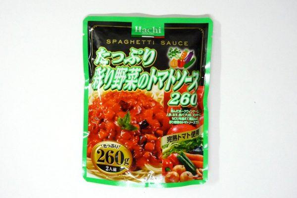 百均浪漫◆ハチ食品のスパゲッティソース たっぷり彩り野菜のトマトソース 260g。パッケージ表側詳細写真。