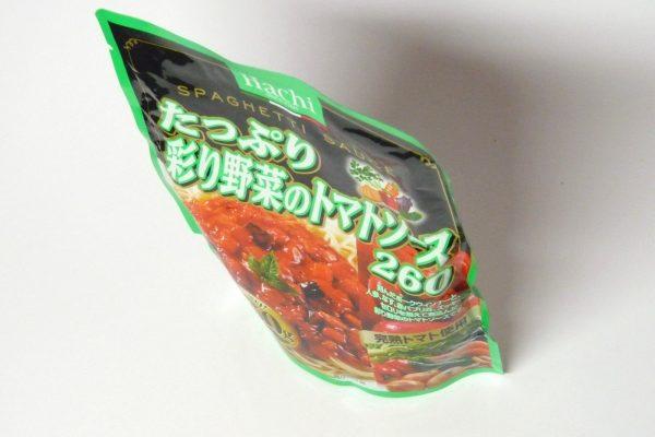 百均浪漫◆ハチ食品のスパゲッティソース たっぷり彩り野菜のトマトソース 260g。自立します。