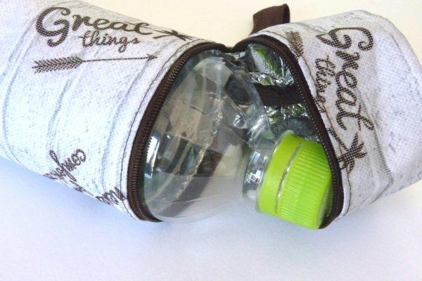百均浪漫◆光友ペットボトルホルダー レンガ。555mlのペットボトル。