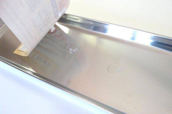 百均浪漫◆ステンレス製トレイ ロング約34cm。ラベルはちょっと剥がしづらいか。