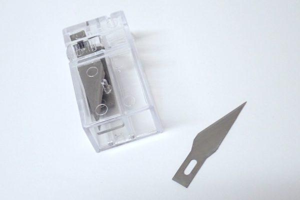百均浪漫◆ダイソー デザインナイフ用替刃116。詳細写真。替刃の取り出し方。