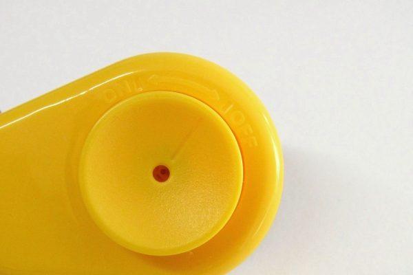 百均浪漫◆ダイソー たまごのプッチン穴あけ器。安全ロック機構付き。