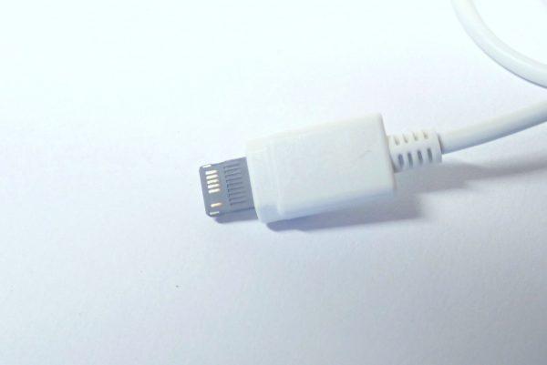 百均浪漫◆E Core iPhone対応USB充電専用ケーブル。詳細写真。ライトニングコネクタ風コネクタ拡大写真。