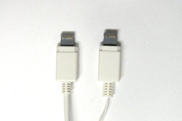 百均浪漫◆E Core iPhone対応USB充電専用ケーブル。詳細写真。ライトニングコネクタ風コネクタ拡大写真。比較。