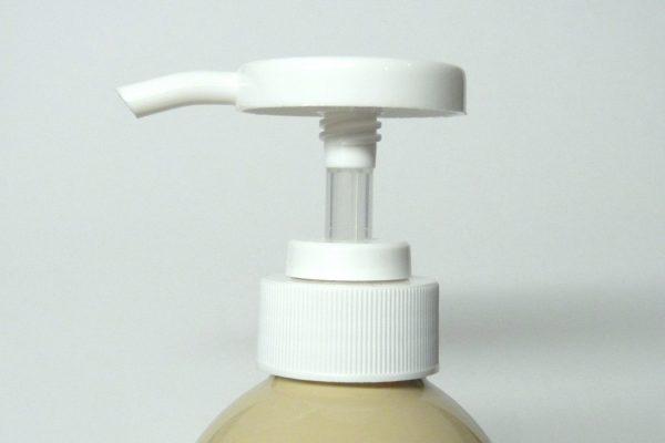 百均浪漫◆ヘッドが大きくて押しやすいポンプボトル。ヘッドはねじると出てくる。