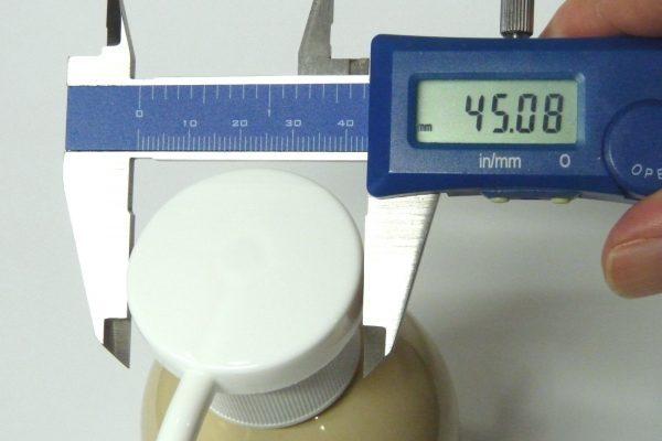百均浪漫◆ヘッドが大きくて押しやすいポンプボトル。ヘッド部分直径測定。