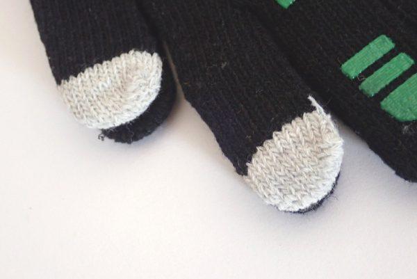 百均浪漫◆すべり止め付きスマホ操作可能な手袋。指先、詳細写真。