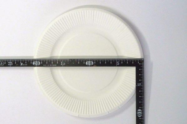 百均浪漫◆友栄 日本製 耐水・油ペーパープレート 20cm 10枚入り。ペーパープレートのサイズ測定。