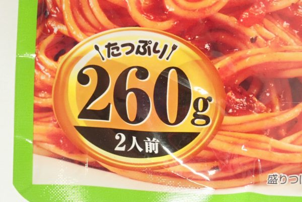 百均浪漫◆ハチ食品 スパゲッティソース たっぷりバジルトマト 260g。パッケージ表側詳細写真。