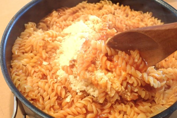 百均浪漫◆ハチ食品 スパゲッティソース たっぷりバジルトマト 260g。料理に使ってみた。