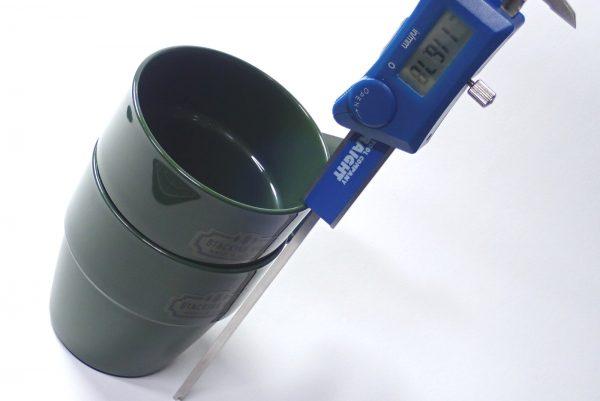 百均浪漫◆日本製。耐熱温度140℃。樹脂製スタッキングマグ。スタッキング時のサイズ測定。