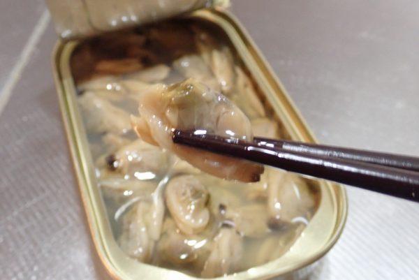 百均浪漫◆シーウィングス 缶DELI あさりアヒージョ。中身詳細写真。そのままでも美味しい。