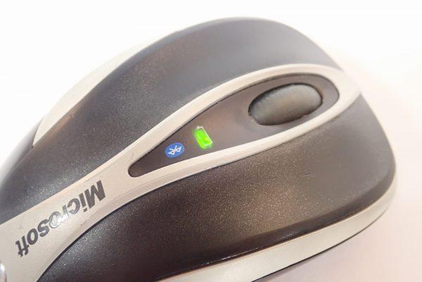 百均浪漫◆ワッツ 長期保存可能な単4アルカリ乾電池5本入。ワイヤレスマウスに入れてみた。
