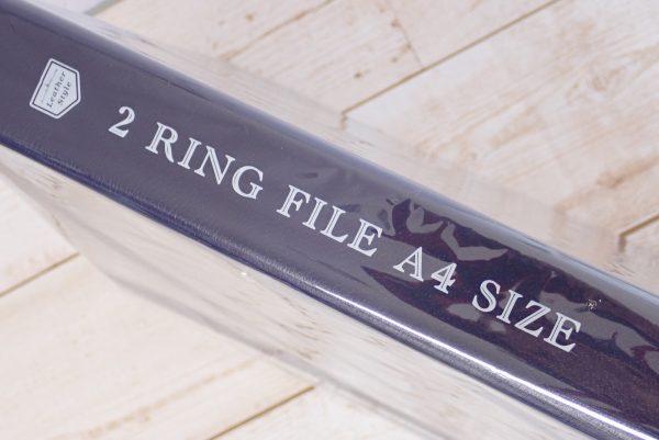 百均浪漫◆セリア A4 2リングファイル レザースタイル。パッケージ側面写真。