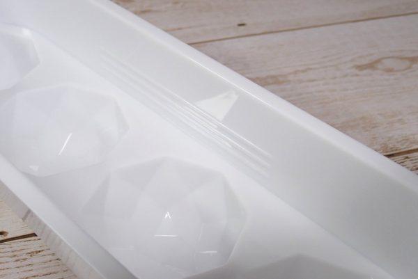 百均浪漫◆丸型アイス ダイヤカット 4個取トレイ。トレイ本体詳細写真。