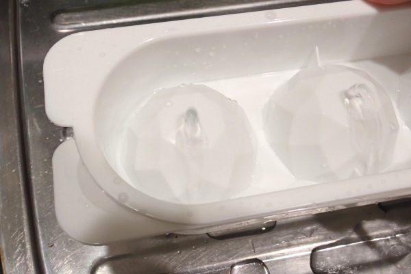 百均浪漫◆丸型アイス ダイヤカット 4個取トレイ。丸い氷を作ってみるよ。