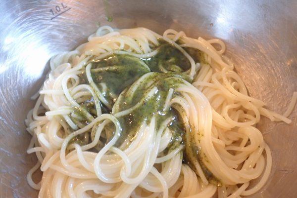 百均浪漫◆ハチ食品 クイックパスタ バジル パスタソース。実際に調理して食べてみるよ。