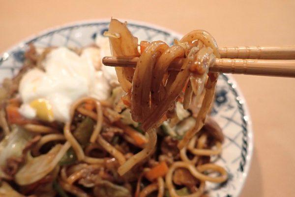 百均浪漫◆高森興産 太麺焼そば スパイシーソース付 2食入。調理してみたよ。太麺、食感良好!