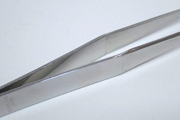 百均浪漫◆日本製 先の平らなピンセット(直型)。持ち手部分詳細写真。