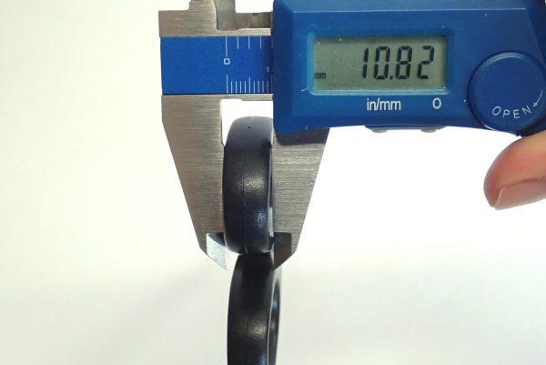 百均浪漫◆ダイソー 軽い力で固いものも切れるハサミ。サイズ測定。