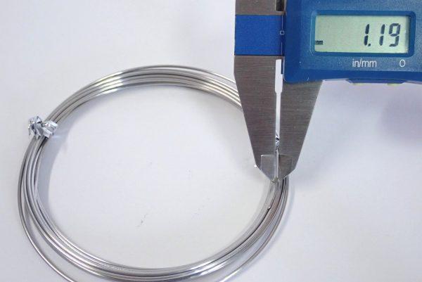 百均浪漫◆ステンレス針金 太さ約1.20mm x長さ3.5m。針金の線径測定。