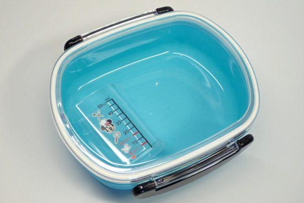 百均浪漫◆ミニ計量カップ50ml。楕円形で収納性良好。楕円形なのでランチボックスなどにも収納可能。